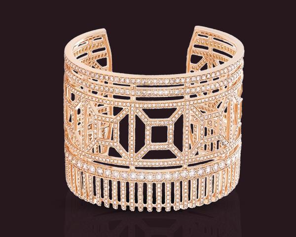 Un bracelet manchette tout en diamant