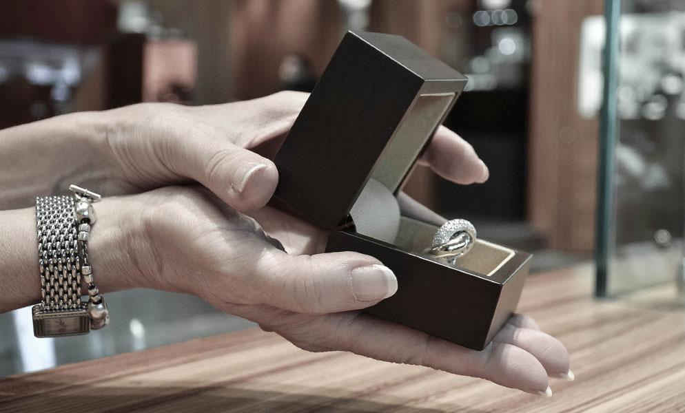 0c77082983f Pour avoir les meilleurs conseils et propositions pour la vente de votre  bijou. En boutiques ou en ligne