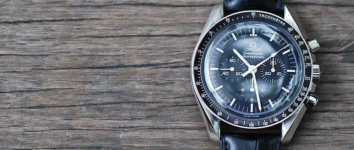 montre omega speedmaster d 39 occasion cresus. Black Bedroom Furniture Sets. Home Design Ideas